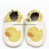 Кожаный нутряные ботинки ткани младенца