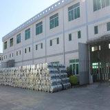 Gruppo di lavoro chiaro della struttura d'acciaio con il muro di mattoni