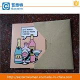Las tarjetas de felicitación de papel con envuelven