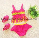 Mädchen des Babys druckte reizenden Bikini, scherzt Schwimmen-Abnützung