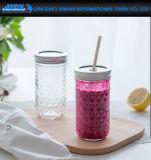 簡単な円形の飲料のわらが付いているガラス石大工のコップ