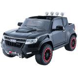 Giro a pile dei 2017 un nuovo bambini sul giocattolo dell'automobile