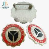 Botón de encargo del Pin de seguridad del metal de fábrica de China del precio de la pintura de la plata entera de la antigüedad