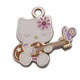 Ciao gattino smaltato bello operato che gioca fascino del pendente della chitarra