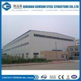 L'entrepôt préfabriqué de structure métallique de construction rapide avec enroulent la porte