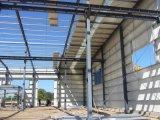 Costruzione della struttura d'acciaio dell'edificio terminale dell'aeroporto