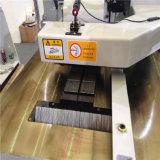 Pavimento di legno che fa macchina per il taglio