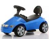 BMW лицензировал езду малышей на автомобиле для младенца