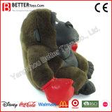 Animais enchidos que encaixotam o gorila para o menino