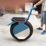 """Um """"trotinette"""" elétrico do Unicycle da roda com assento"""