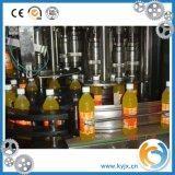 Линия/сок разливая по бутылкам машины сока делая линию машины