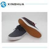 Новые ботинки обуви способа для людей