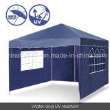 صاحب مصنع حارّ يبيع صامد للريح خارجيّة يطوي ظلة خيمة