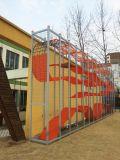 Im Freienspielplatz-Geräten-lustige Spiele für Kind