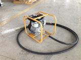 具体的なバイブレーターを振動させるRobin Ey-20のガソリン機関