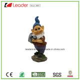 Figurine feliz do Gnome do jardim de Polyresin com uma dança da pá para a decoração da HOME e do gramado