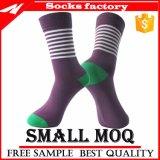 Großverkauf gekämmte Baumwollbunte Kleid-Socke auf Lager in der Qualität