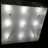 مموّن [شنس] يعيش غرفة مستطيلة بلّوريّة سقف مصباح