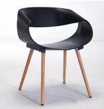 ブナの森の足を搭載するPPのプラスチック椅子
