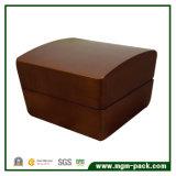 Rectángulo de joyería de madera laqueado clásico de la nuez