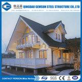 Modelo de la casa del modelo de escala del chalet con las luces del LED