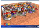 Parque de atracciones temático del espacio con la diapositiva del gancho de leva