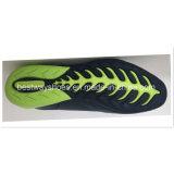 Pattini correnti alla moda degli uomini della più nuova scarpa da tennis del canale di marea