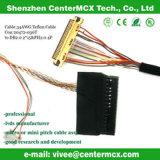 Conetor do cabo distribuidor de corrente no painel do diodo emissor de luz e na iluminação do diodo emissor de luz
