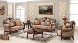Sofá clássico da tela com frame de madeira antigo para a sala de visitas