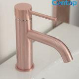 Nam het Stevige Messing van de Producten van de badkamers de Gouden Mixer van het Bassin toe