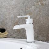 Grifos continentales blancos clásicos del cuarto de baño del lavabo Fa012
