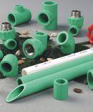 União de tubos de PVC PPR para fornecimento de água fria e quente
