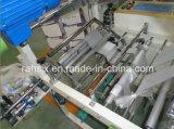 기계를 만드는 t-셔츠 롤 부대를 접히는 2 시간