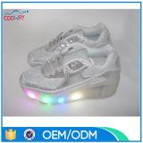 Фабрика конкурентоспособной цены верхнего качества сделала ботинки конька ролика с подошвой освещения СИД