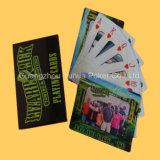 Costume que anuncia os cartões de papel do póquer dos cartões de jogo