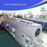 Tubulação da canalização do PVC que faz a máquina