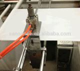 Plastikreißverschluss-Beutel mit dem Zubehör, das Maschine herstellt