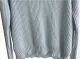 女性円形の首純粋なカラープルオーバーによって編まれるセーター