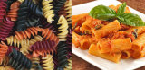 Type neuf nourriture italienne de pâtes de macaronis faisant la machine