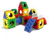 De Kinderen van jonge geitjes brengen de Plastic Speelplaats van Spelen in verwarring (M11-09602)