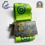 Medalla de bronce brillante con el esmalte suave