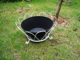 Plantador del hierro con una cacerola negra para un conjunto
