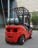 O vermelho novo 2500kg do Un Dual Forklift do combustível Gasoline/LPG com o mastro Triplex de 5.5m