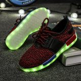 LEDライトが付いている2017の新式の多彩なスポーツLEDの靴