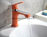 Eau froide et chaude de robinet coloré en laiton de bassin de type innovateur de mode