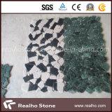 Mosaico di marmo di forma irregolare del taglio casuale