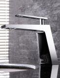 Style européen Simple Salle de bain moderne Cuisine Hôtel Faucet Laiton Bassin artisanal chaud et froid Lavabo Single Hole Single Handle Chrome Couleur