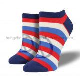 Regenbogen-Farbe in der Streifen-Kleid-Knöchel-Socke