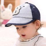 15017 la lettera molle B ha alzato il cappello verticalmente del bambino