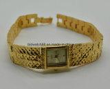 Vigilanze d'ottone del quarzo delle signore dell'orologio antico su ordinazione del braccialetto